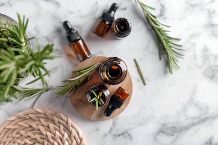 top10-huiles-essentielles-à-avoir-chez-soi